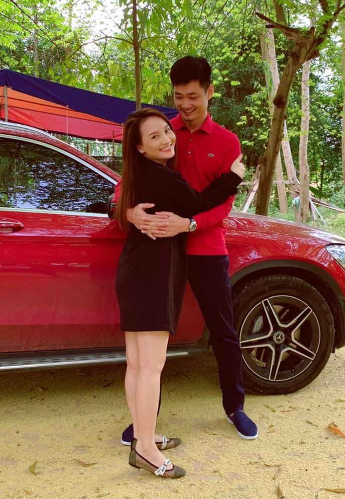 NSƯT Chí Trung đón tuổi 60 bên bạn gái kém 17 tuổi
