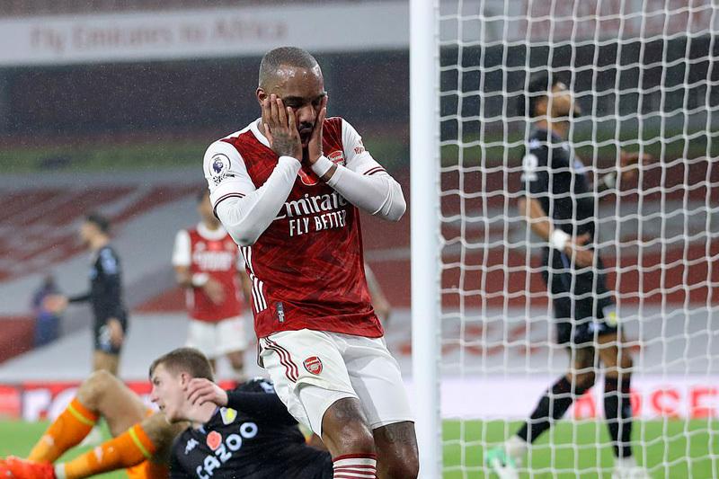 Arsenal thua sốc 0-3 Aston Villa ngay trên sân nhà