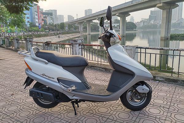 Với 90 triệu, chồng sắm Honda Spacy 2003 tặng vợ thay vì SH mới