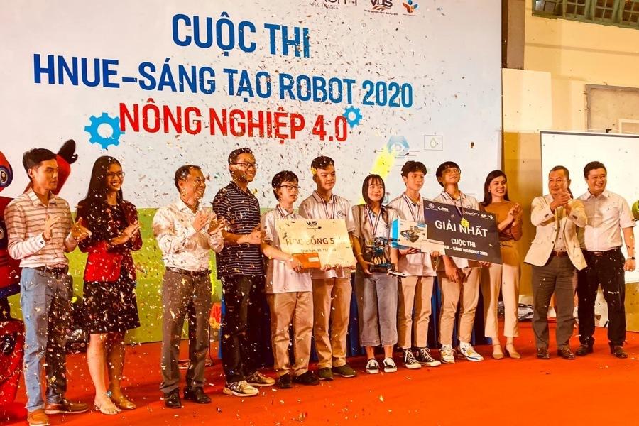 Học sinh lập trình robot hỗ trợ sản xuất nông nghiệp