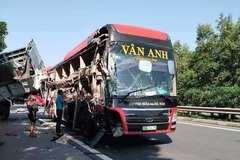Xe khách đâm xe tải dừng trên cao tốc Pháp Vân - Cầu Giẽ: 5 người bị thương