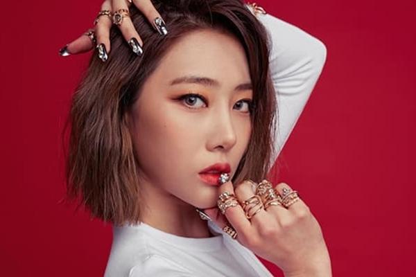 Nữ thần tượng Hàn Quốc 25 tuổi bị tố lừa đảo 1 tỷ đồng