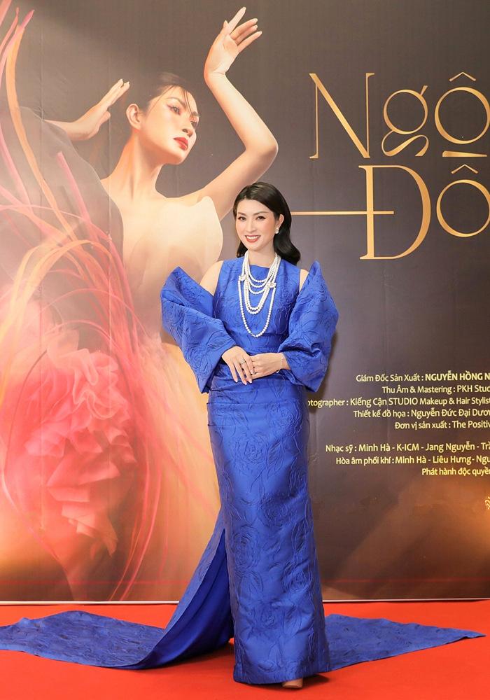 Hậu ly hôn, Lệ Quyên tươi tắn đến mừng Nguyễn Hồng Nhung