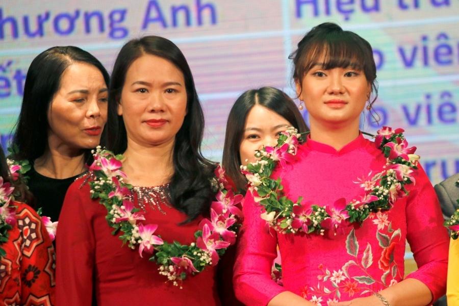 Hà Nội tuyên dương hơn 1.000 trường học và giáo viên' height=