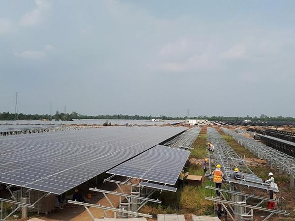 Ổn định hệ thống điện 'đón sóng' năng lượng tái tạo