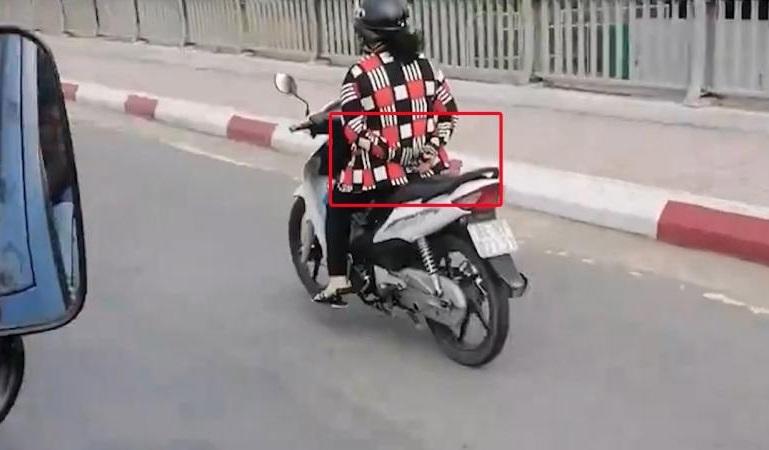 Clip bắt trộm xe máy ngoạn mục trong xóm trọ nóng nhất mạng xã hội