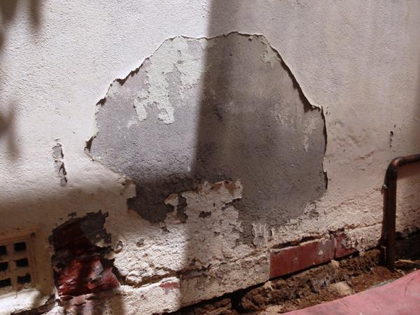 Giải pháp chống thấm cho tường nhà mùa mưa lũ
