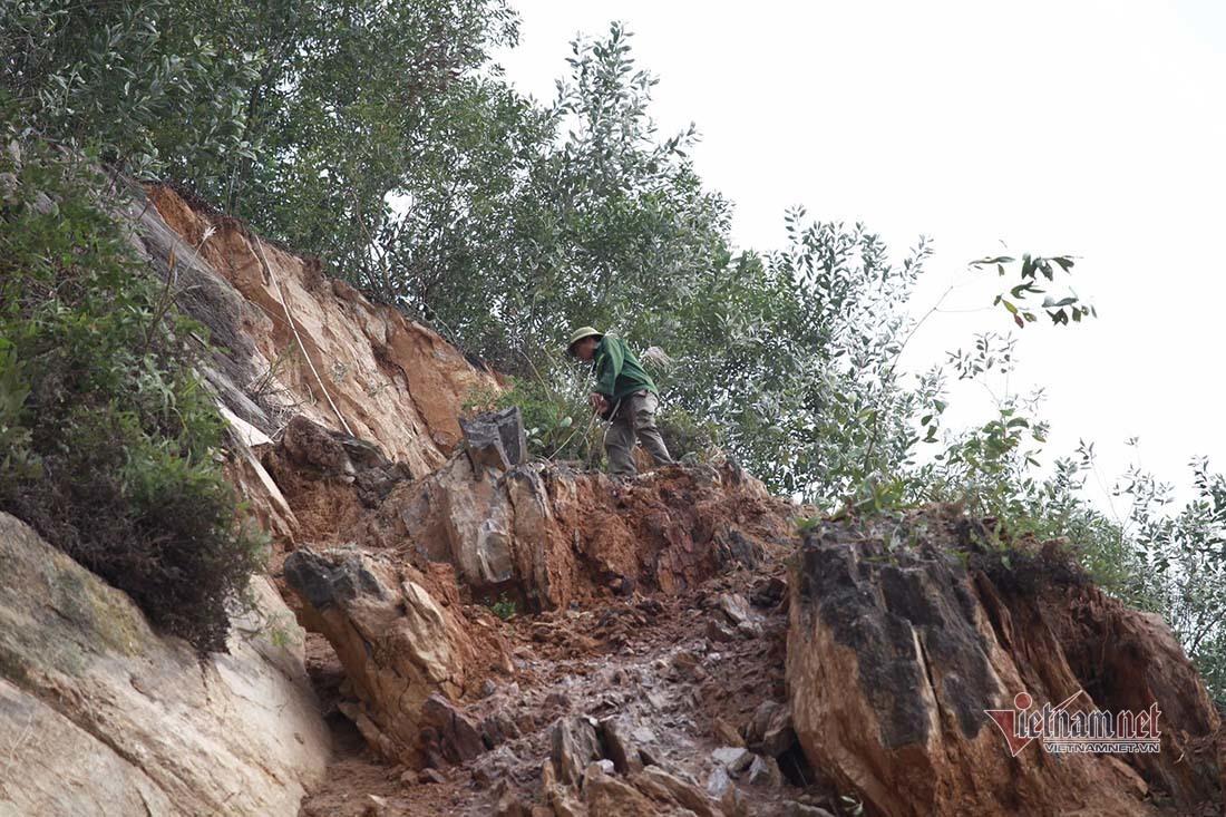 Nổ mìn phá dỡ cả nghìn mét khối đất đá sạt lở