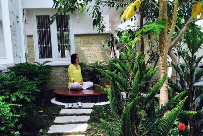 Nhà vườn rộng 2500m2 ngập tràn cây trái của Việt Trinh