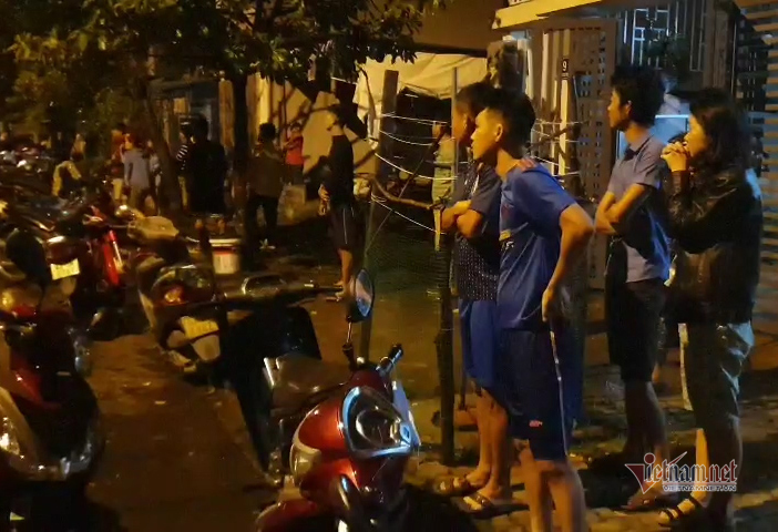 Sau nổ lớn, xưởng sản xuất nến ở Đà Nẵng cháy dữ dội trong mưa