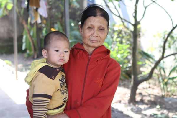 Trao hơn 187 triệu đồng đến anh Đinh Văn Luân bị tai nạn liệt giường
