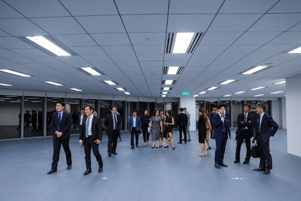 Hơn 100 người trải nghiệm văn phòng hạng sang Capital Place