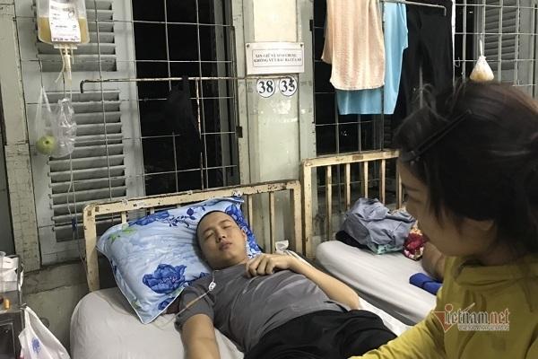Chồng bị bệnh 'đục lỗ' trong miệng đau đớn, người vợ trẻ suy sụp