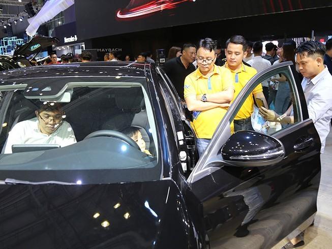 Điều khó tin khi giảm phí trước bạ và gánh nặng người dân mua ô tô