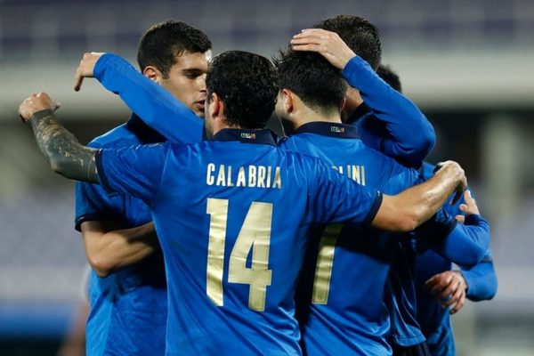 """Italy dễ dàng thắng trận """"4 sao"""""""