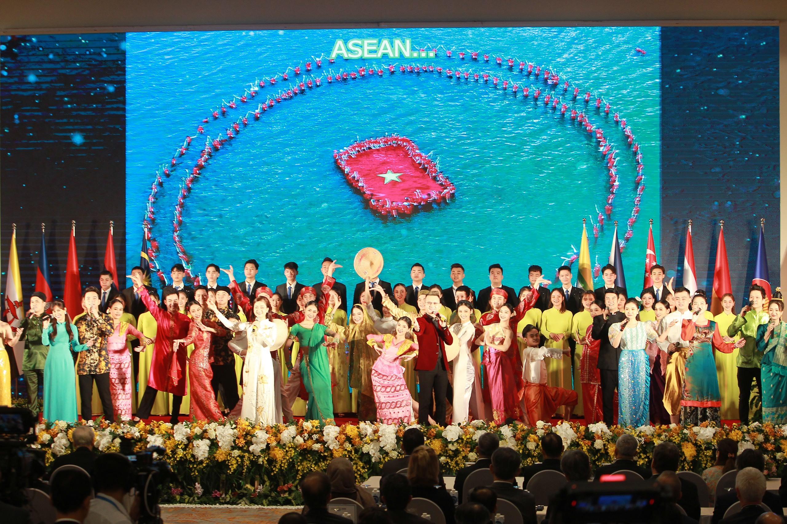 Tổng Bí thư, Chủ tịch nước Nguyễn Phú Trọng dự hội nghị cấp cao ASEAN 37