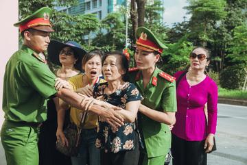 Sao Mai Huyền Trang làm nữ cảnh sát trong phim ca nhạc