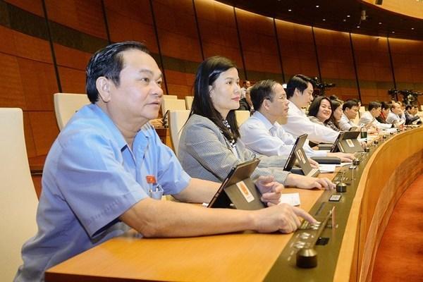 Quốc hội chốt chưa tăng lương cho cán bộ, công chức trong năm 2021