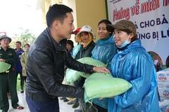 Trao hơn 70 triệu đồng đến người dân vùng lũ ở Quảng Trị