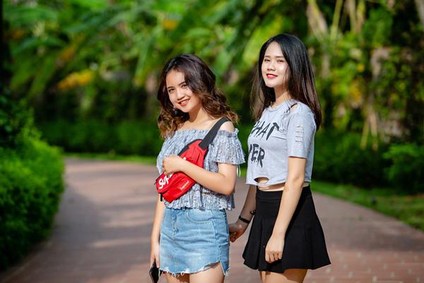 2 con gái xinh đẹp, nối nghiệp ca hát của Tú Dưa