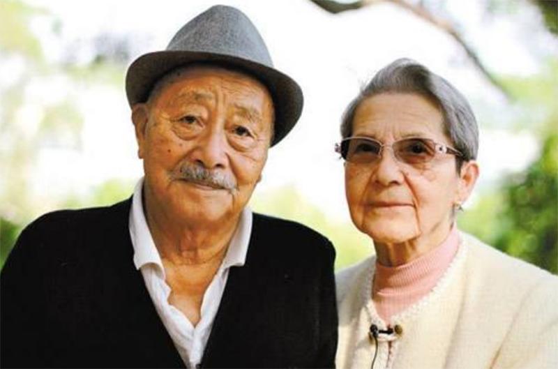 Người phụ nữ chờ đợi mối tình đầu suốt 55 năm, kết hôn ở tuổi 80