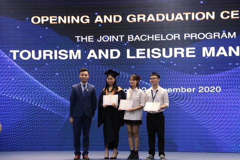 36 sinh viên nhận bằng chuyên ngành Quản trị du lịch, lữ hành và khách sạn do Áo cấp