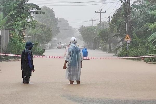 Bão số 13 quần thảo Biển Đông, miền Trung mưa lớn từ ngày mai