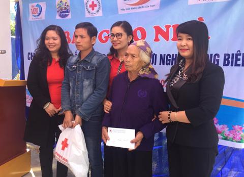 Trao nhà 'Mái ấm vùng biên' cho hộ nghèo Lạng Sơn