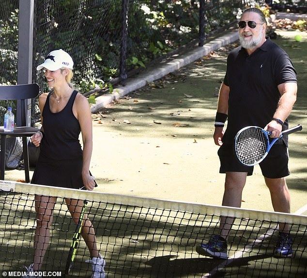 Tài tử Russell Crowe hẹn hò bạn diễn kém 26 tuổi sau ly dị vợ