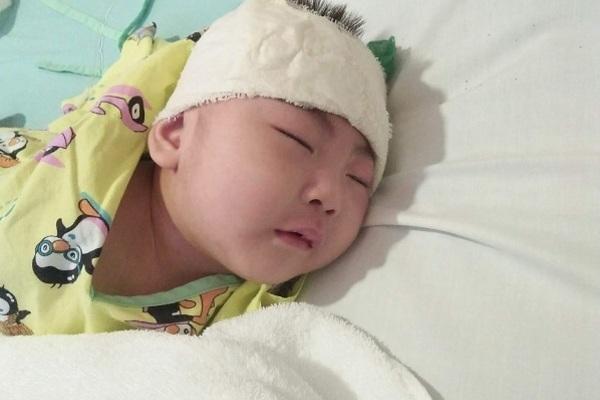 Bé Thùy Linh bị não úng thủy được bạn đọc ủng hộ hơn 123 triệu đồng