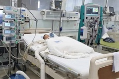 Bé trai 3 tuổi nguy kịch do biến chứng tay chân miệng nặng