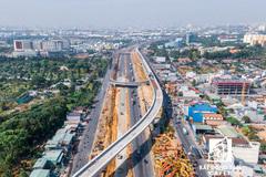 Cuộc đua Đông - Tây: Hai cực nóng của Sài Gòn