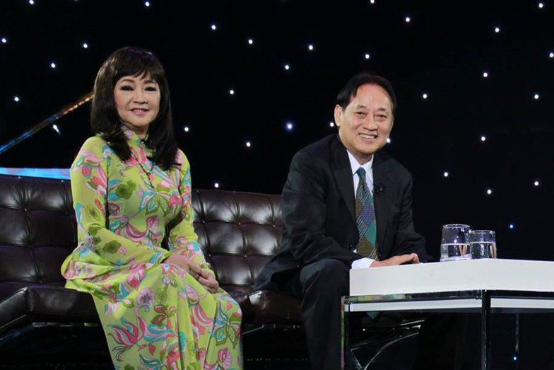 Tuổi 74, danh ca Hoàng Oanh vẫn trẻ đẹp, hạnh phúc bên chồng nhạc sĩ