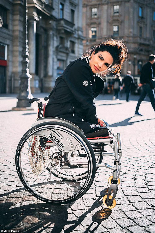 Cuộc sống đầy đủ của người phụ nữ không có chân