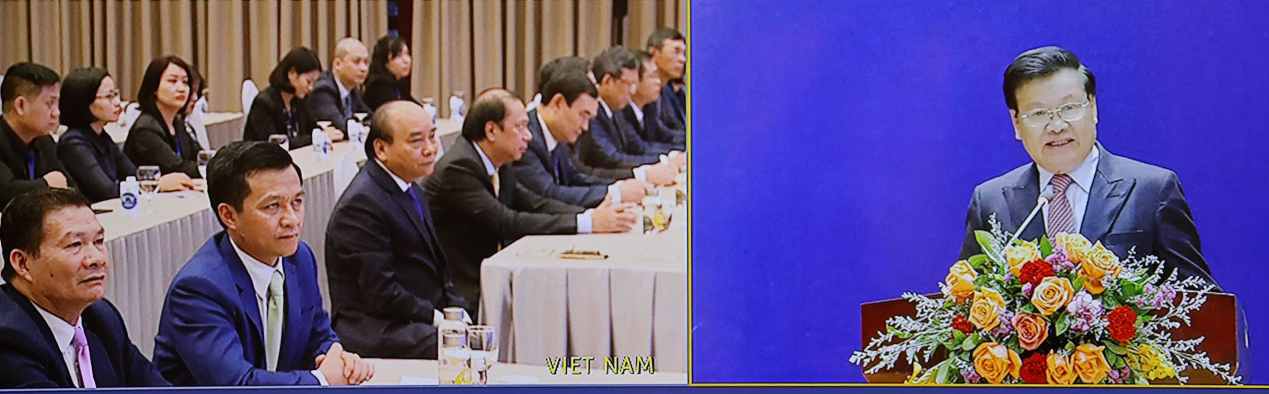 'Hạt gạo cắn đôi, cọng rau bẻ nửa', Việt Nam tặng Lào 1.000 tấn gạo