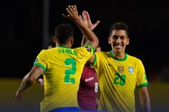 Firmino lóe sáng, Brazil vững ngôi đầu vòng loại World Cup