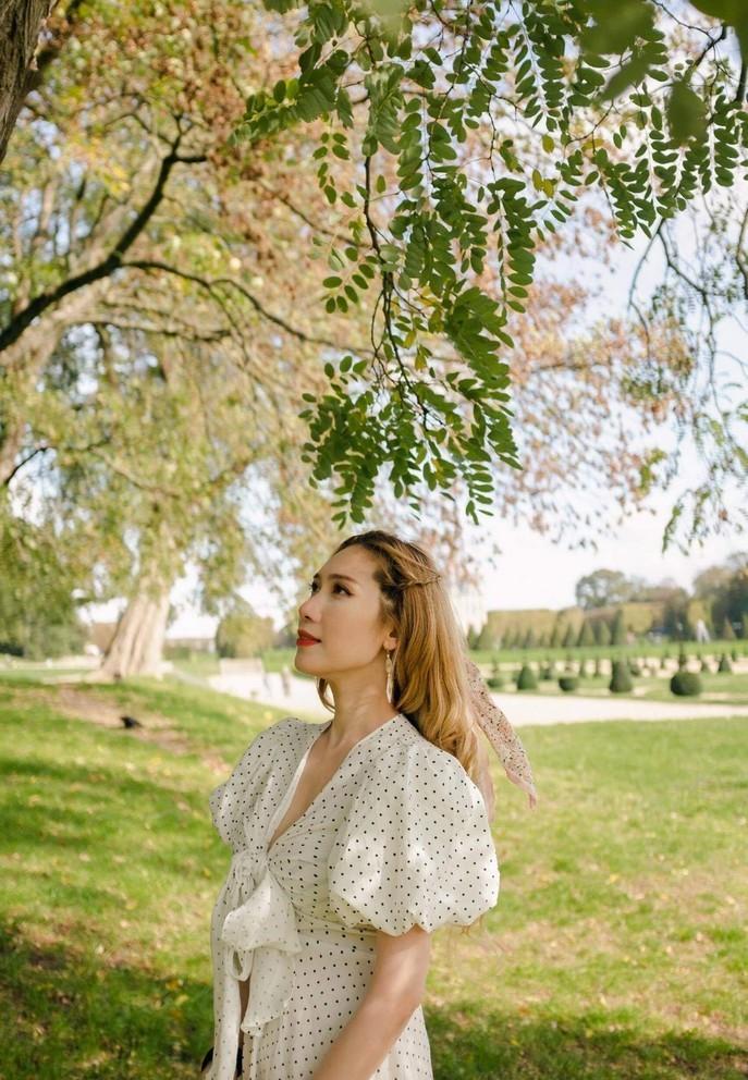 Lisa Quỳnh hóa nàng thơ trong tiết trời chớm lạnh mùa thu