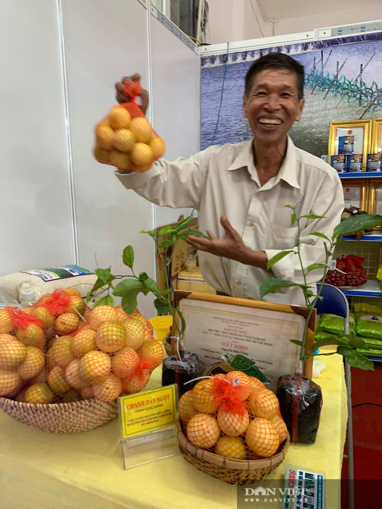 Ông nông dân tỉnh Sóc Trăng trồng thứ chanh leo lạ, nhìn xa tưởng xoài, ăn vô ngọt mát, thơm nức mũi