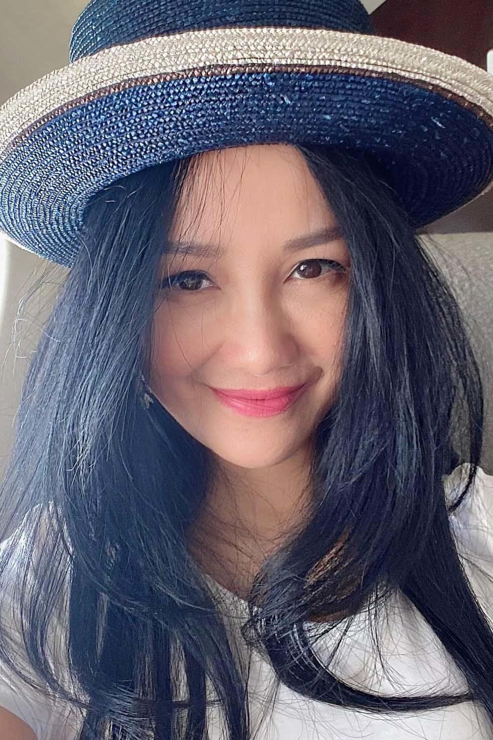 Sắc vóc tuổi 50 của ca sĩ Hồng Nhung