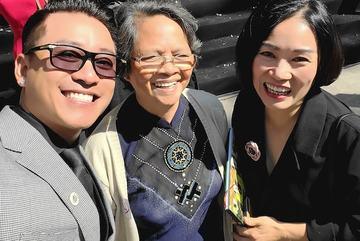 Ca sĩ Tuấn Hưng hội ngộ MC Tạ Bích Loan khi về trường cũ