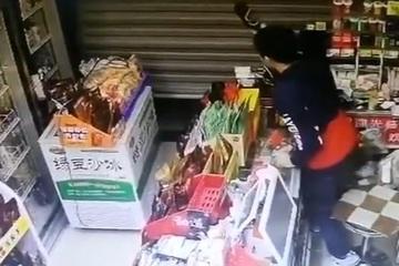 Tên trộm bị đập chai vào đầu vì dính 'mai phục'