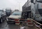 Xe container va chạm liên hoàn, cầu Thanh Trì ùn tắc nhiều km