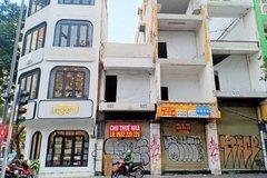 Retail spaces left empty as shops go online