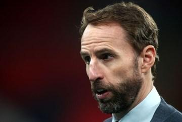 HLV tuyển Anh giấu dính Covid-19, Ramos phá kỷ lục