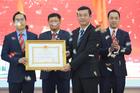 Trường ĐH Công nghệ TP.HCM nhận Huân chương Lao động hạng Nhất