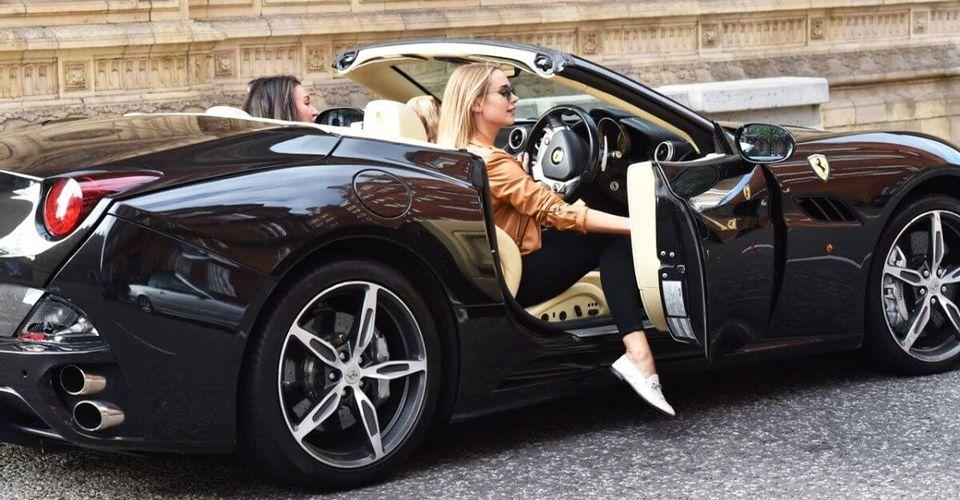 """Những người nổi tiếng không còn khả năng """"nuôi"""" xe đắt tiền"""