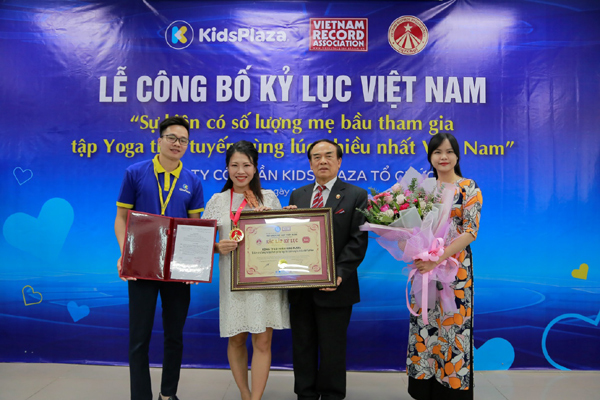 2.000 mẹ bầu tập Yoga trực tuyến xác lập kỷ lục Việt Nam