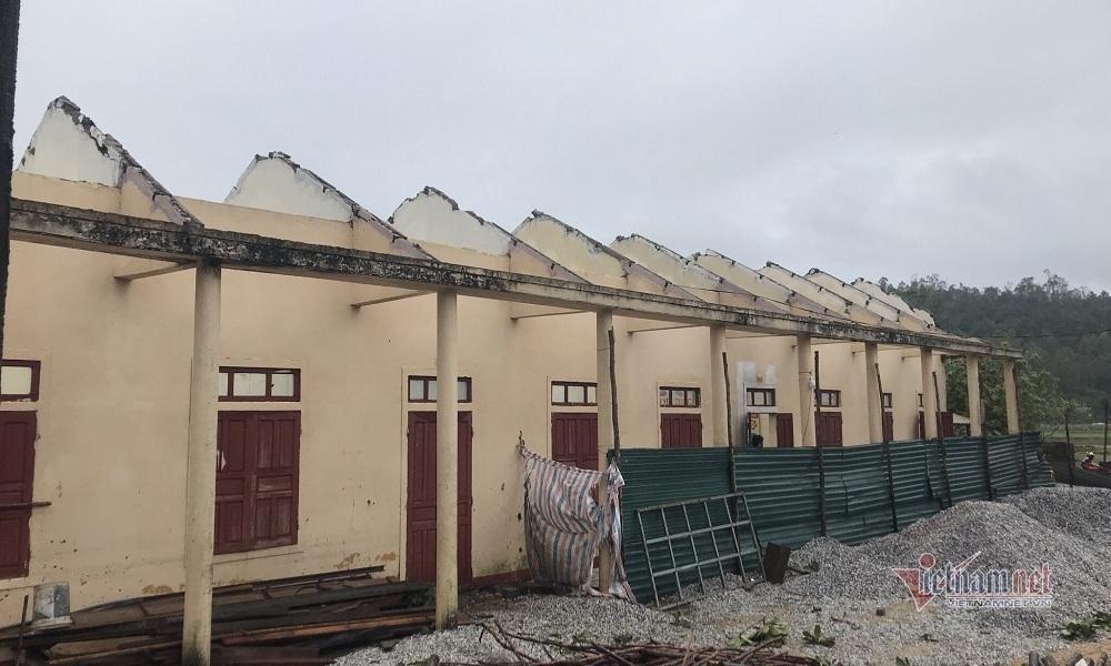 Trường học ở Quảng Bình bị tốc mái hoàn toàn, 82 học sinh phải đi học nhờ