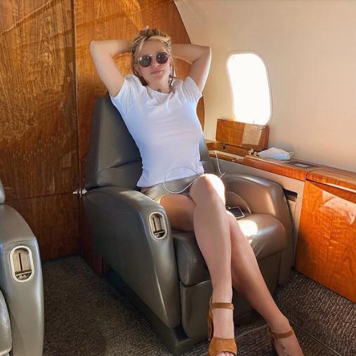 Britney Spears lên phi cơ riêng đi nghỉ với tình trẻ kém 13 tuổi