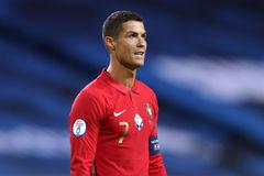 HLV tuyển Bồ Đào Nha tuyên bố không giúp Ronaldo phá kỷ lục